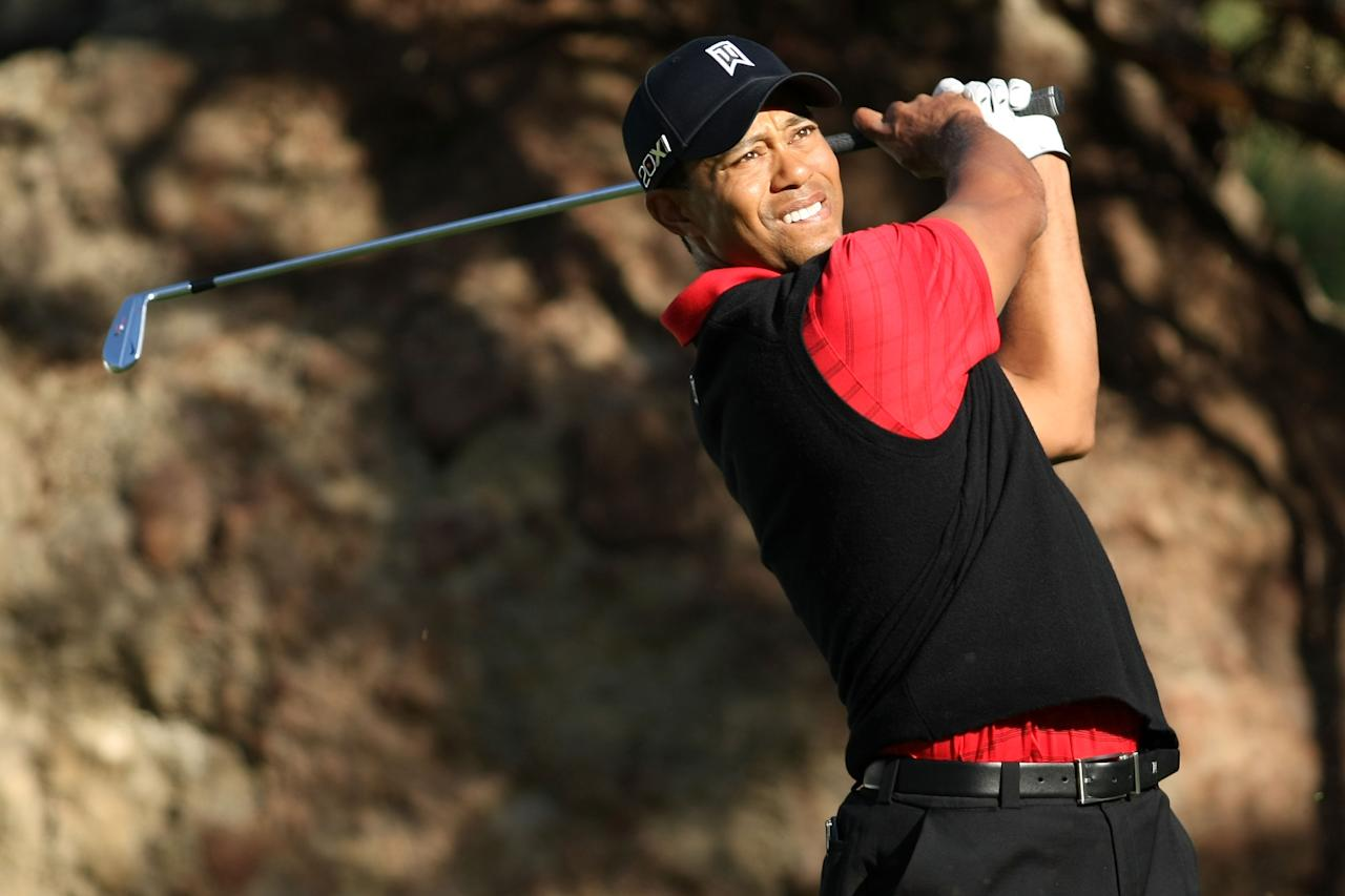 THOUSAND OAKS, CA - DECEMBER 04:  Tiger Woods hits his tee shot on the 15th hole during the final round of the Chevron World Challenge at Sherwood Country Club on December 4, 2011 in Thousand Oaks, California.  (Photo by Robert Meggers/Getty Images)