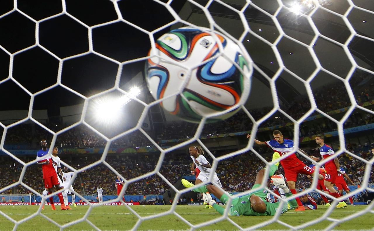 Ghana's Andre Ayew (C) scores a goal during their 2014 World Cup Group G soccer match at the Dunas arena in Natal June 16, 2014. REUTERS/Toru Hanai (BRAZIL - Tags: SOCCER SPORT WORLD CUP)