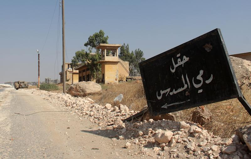 Syria rebels guardedly agree on truce but battles persist