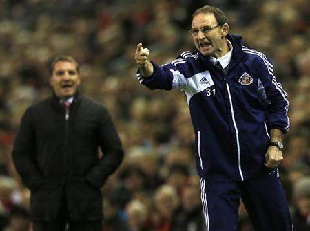 Sunderland's manager O'Neill instructs his team during their English Premier League soccer match against Liverpool in Liverpool