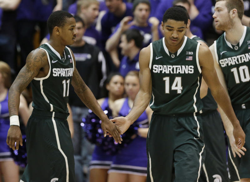 Harris leads No. 4 MSU past Northwestern, 54-40
