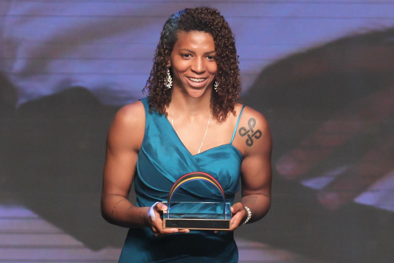 <p>Rafaela Silva receiving the prize of best Judo athlete during the Brazil Olympic Awards 2013 at Bradesco Theater on December 17, 2013 in Sao Paulo, Brazil. (Photo by Ricardo Bufolin/Getty Images) </p>