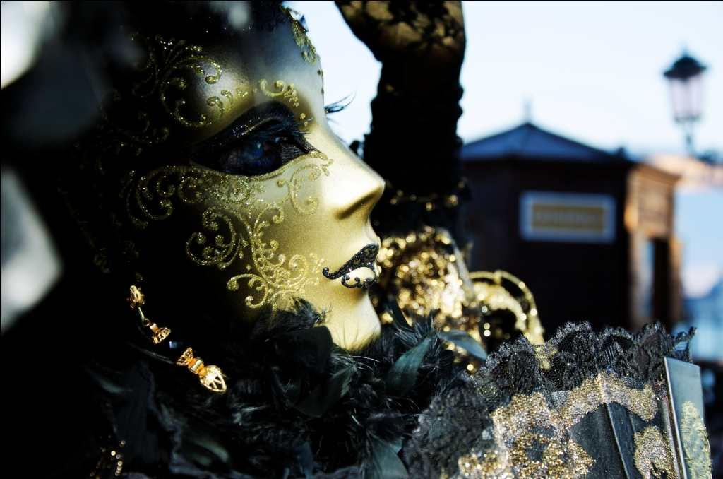 The 'dama' mask is commonly seen in the carnival. What a variety to choose from – colorful masks with lace, plumage, ribbons; hand-painted glittering with gold, silver and colorful beads, bells and some economical Chinese ones these days. It is a treat to the eye.