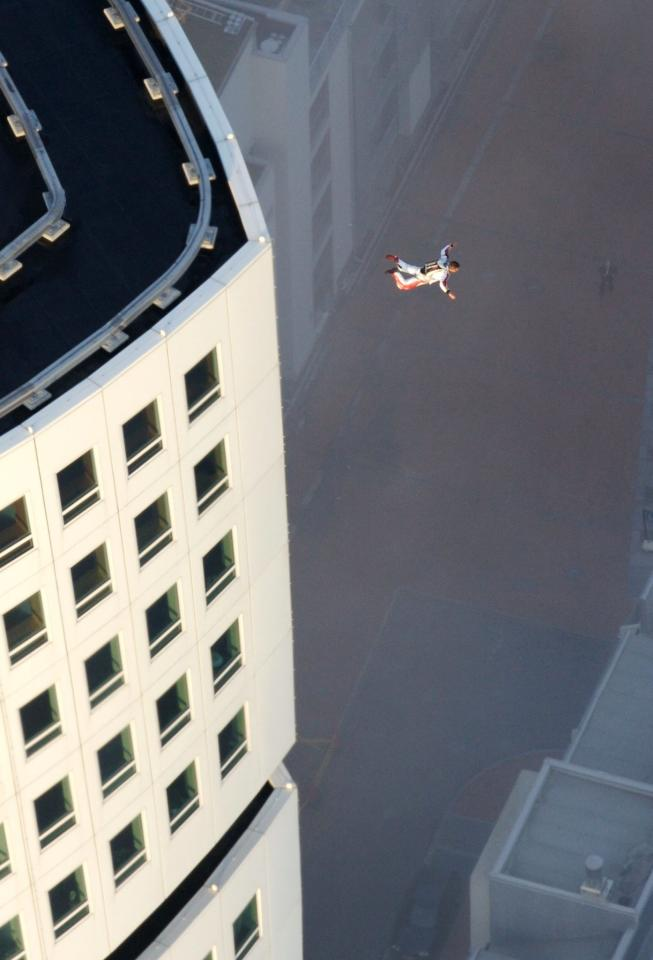 """Extreme sportsman Felix Baumgartner jumps from Scandinavias highest residential building the Turning Torso in Malmo, Sweden, Friday, Aug. 18, 2006. Baumgartner had minutes earlier landed on top of the """"Turning Torso"""" by parachute after jumping from a helicopter. After the illegal jump he escaped to Denmark in a boat.  (AP Photos/Bernhard Spoettel/ho)"""