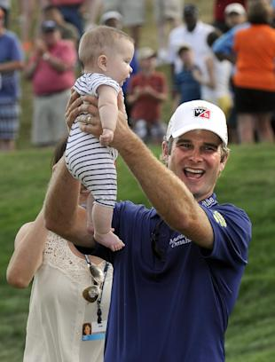Kevin Streelman celebrates with his 6-month-old daughter Sophia after winning the Travelers Championship. (AP)