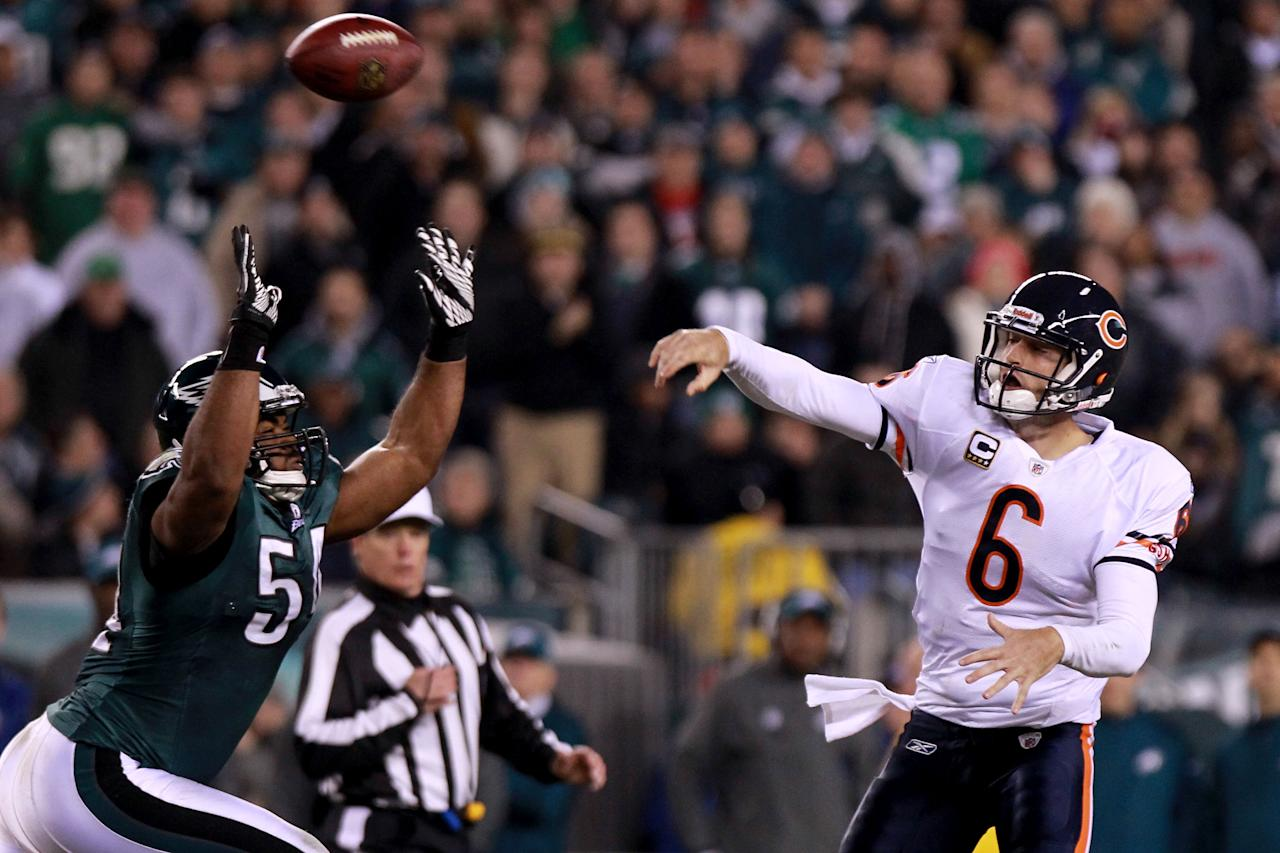 PHILADELPHIA, PA - NOVEMBER 07: Quarterback  Jay Cutler #6 of the Chicago Bears passes against  Akeem Jordan #56 of the Philadelphia Eagles during the fourth quarter of the game at Lincoln Financial Field on November 7, 2011 in Philadelphia, Pennsylvania.  (Photo by Nick Laham/Getty Images)