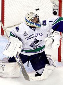 Another downer for Canucks' Roberto Luongo