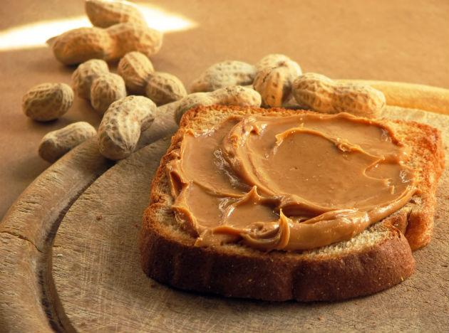 <b>Peanut butter and wheat bread:</b> Peanuts are rich in antioxidants and give you the instant boost of energy you need. Try some home made peanut butter and have it with whole wheat bread for a nutritious and energising breakfast.