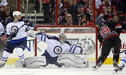 Kane lifts Jets past Hurricanes 4-1