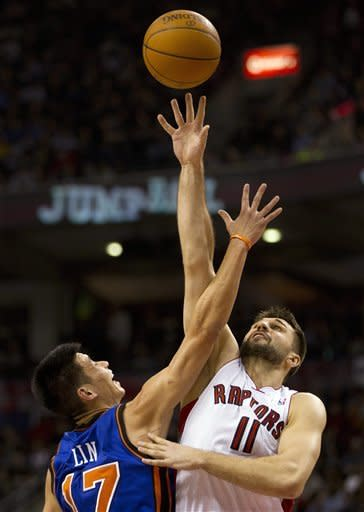 New York Knicks guard Jeremy Lin (17) is beaten on a jump ball by Toronto Raptors forward Linas Kleiza during the first half of an NBA basketball game in Toronto on Tuesday, Feb. 14, 2012. (AP Photo/The Canadian Press, Frank Gunn)