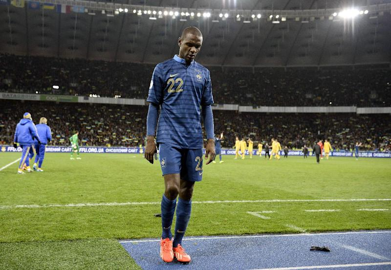 A picture taken on November 15, 2013 shows France's defender Eric Abidal leaving the pitch at the end of the 2014 FIFA World Cup qualifying play-off first leg football match between Ukraine and France in Kiev