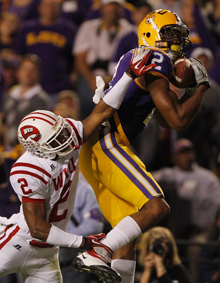 BATON ROUGE, LA - NOVEMBER 12:  Rueben Randle #2 of the Louisiana State University Tigers catches a touchdown pass over Derrius Brooks #2 of the Western Kentucky Hilltoppers at Tiger Stadium on November 12, 2011 in Baton Rouge, Louisiana.  (Photo by Chris Graythen/Getty Images)