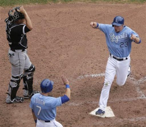 Royals rally in eighth to beat White Sox 7-6