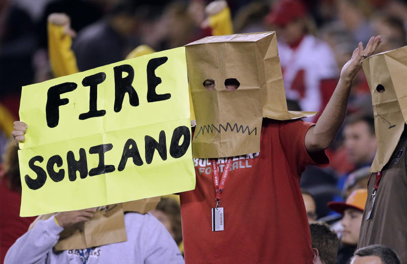 Frustrated fans lead cries for Schiano's ouster