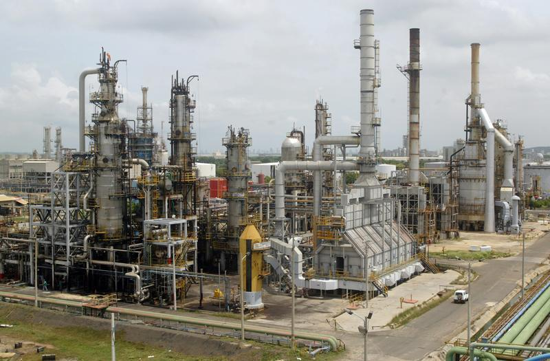 General view of Cartagena's oil refinery