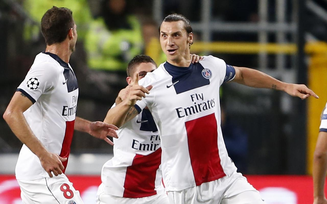 Paris Saint-Germain's Zlatan Ibrahimovic (R) celebrates after scoring against Anderlecht during their Champions League soccer match at Constant Vanden Stock stadium in Brussels October 23, 2013. REUTERS/Francois Lenoir (BELGIUM - Tags: SPORT SOCCER)