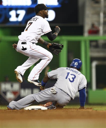 Lee drives in 2 runs for Marlins in 7-3 win