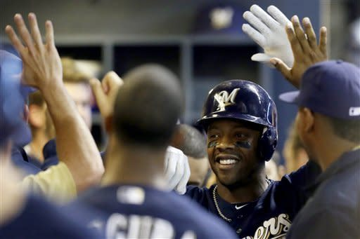 Brewers hit 3 HRs in 5-3 win over Padres