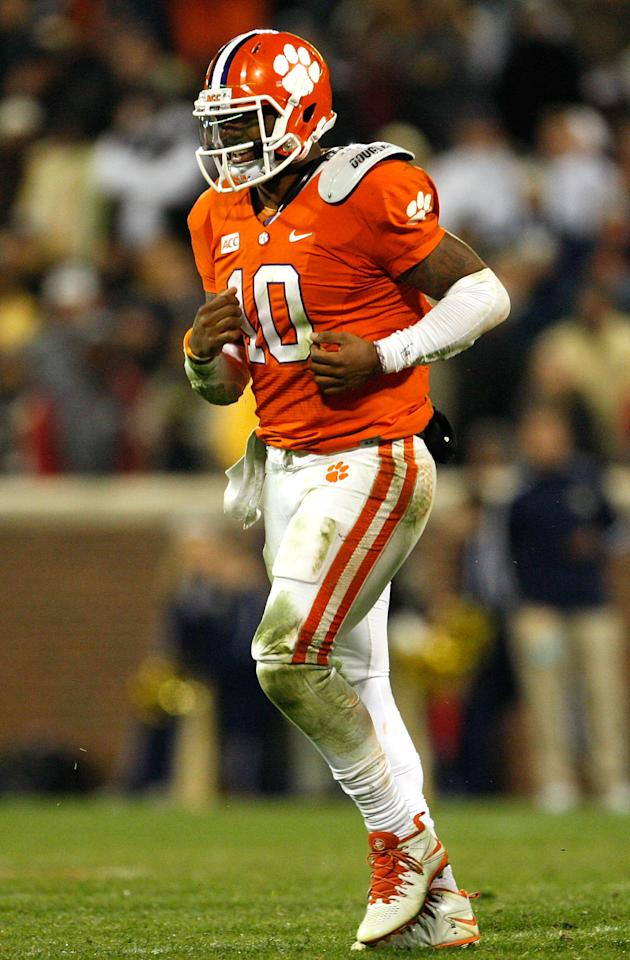 CLEMSON, SC - NOVEMBER 14: Tajh Boyd #10 of the Clemson Tigers grimaces as he runs off the feld after being injured during the game against the Georgia Tech Yellow Jackets at Clemson Memorial Stadium on November 14, 2013 in Clemson, South Carolina. (Photo by Tyler Smith/Getty Images)