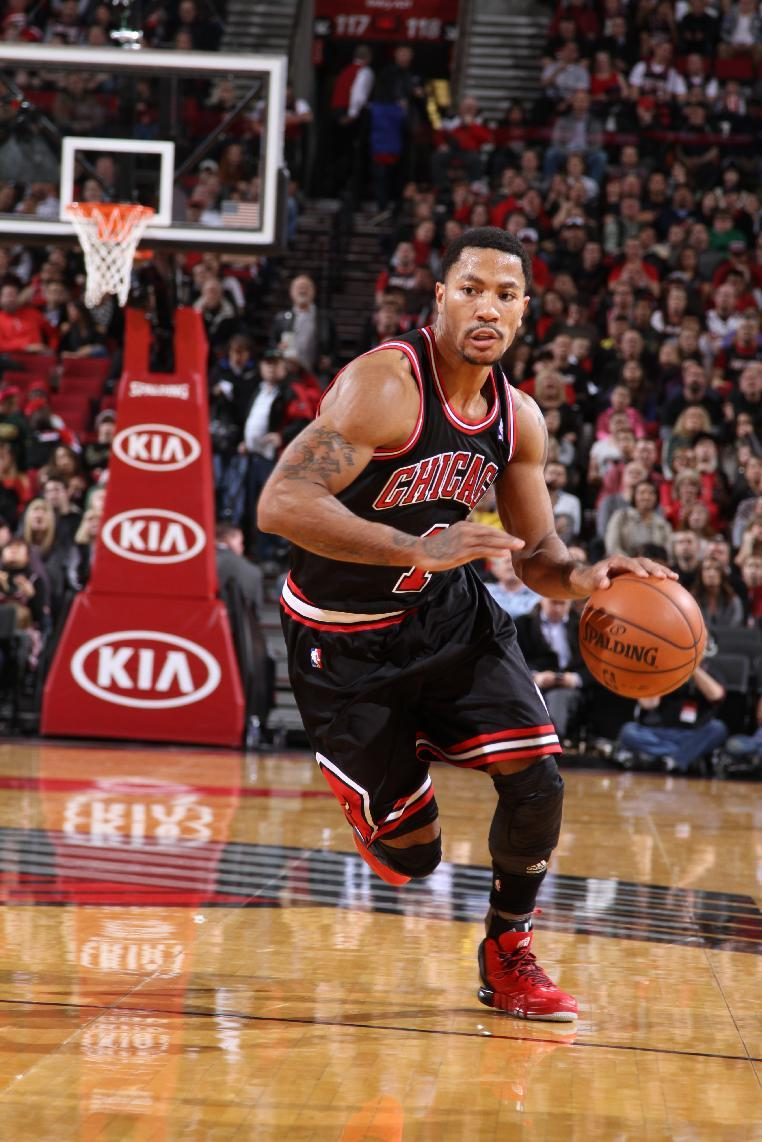 Rose injures right knee, Blazers beat Bulls 98-95