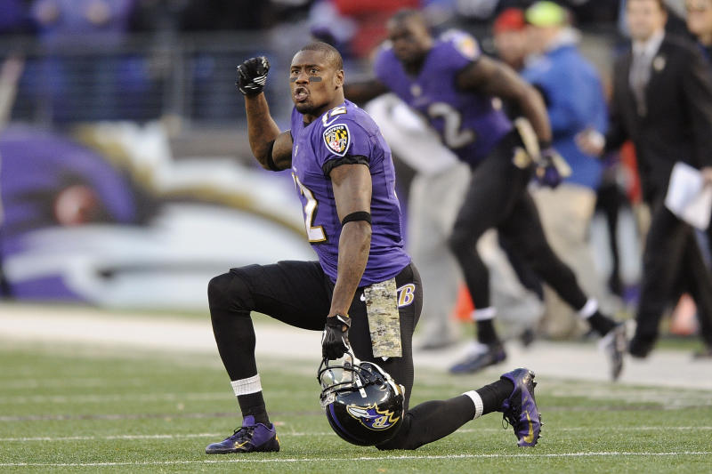 Jones signs four-year deal with Ravens