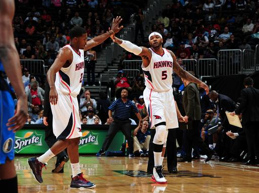 Hawks clinch home court, beat Mavs 106-89