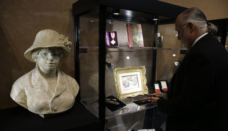 Renoir's personal items coming to NYC auction