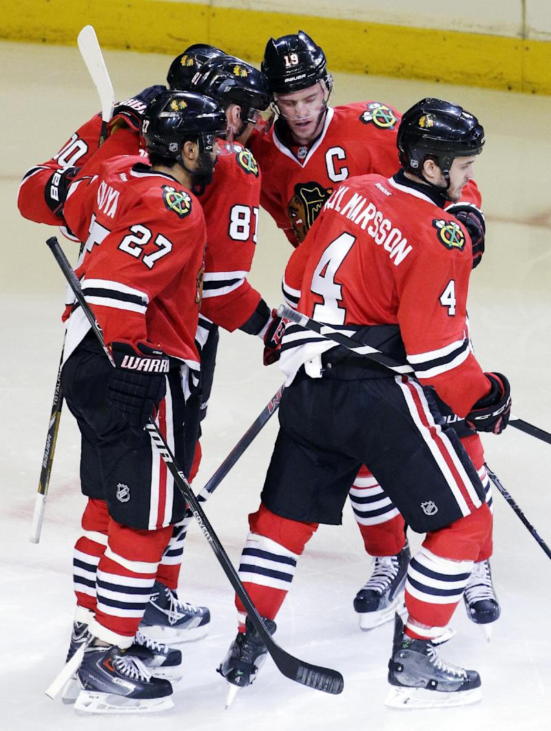 Toews helps Blackhawks beat Wild 2-1 in Game 5
