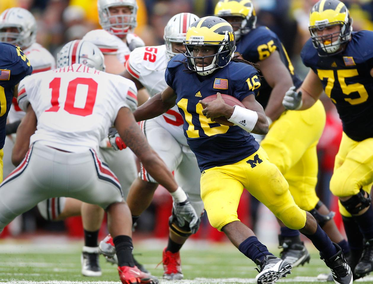 ANN ARBOR, MI - NOVEMBER 26: Denard Robinson #16 of the Michigan Wolverines tries to get around the tackle of Ryan Shazier #10 of the Ohio State Buckeyes at Michigan Stadium on November 26, 2011 in Ann Arbor, Michigan. Michigan won the game 40-34. (Photo by Gregory Shamus/Getty Images)