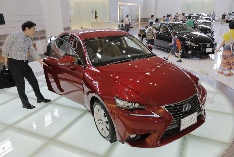 Toyota profit up on cheap yen, forecasts raised