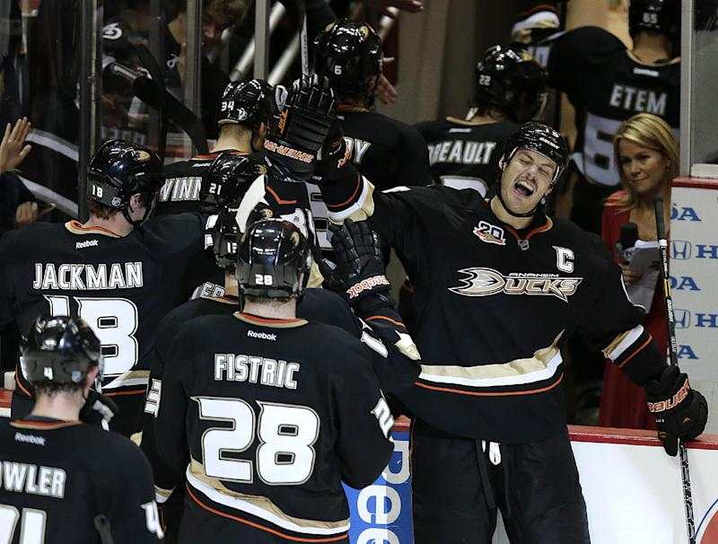 Getzlaf scores late in OT, Ducks beat Lightning