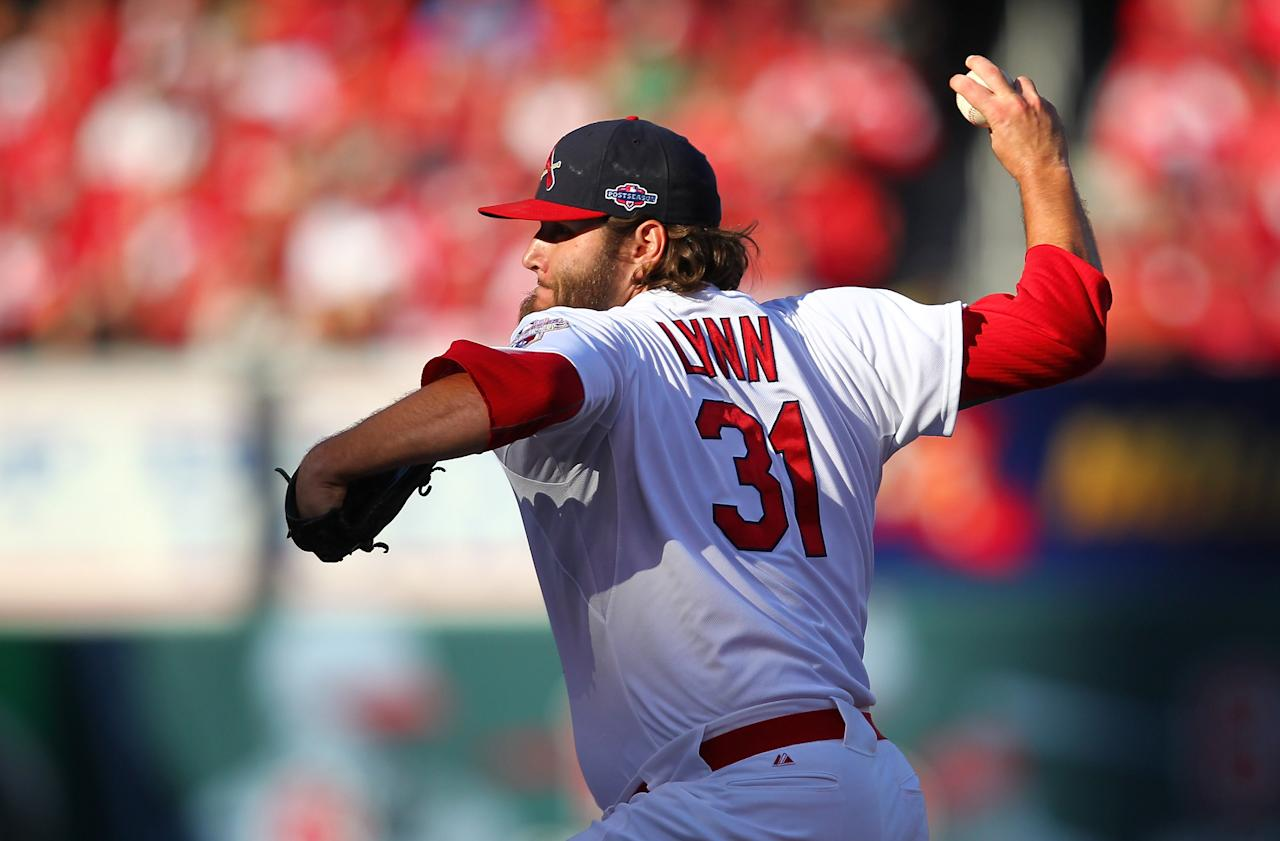 ST LOUIS, MO - OCTOBER 07:  Lance Lynn #31 of the St Louis Cardinals pitches in relief in the sixth inning against the Washington Nationals during Game One of the National League Division Series at Busch Stadium on October 7, 2012 in St Louis, Missouri.  (Photo by Dilip Vishwanat/Getty Images)