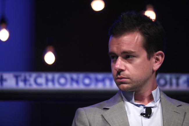 No partner in sight, Twitter Inc (NYSE:TWTR) faces tough solo choices