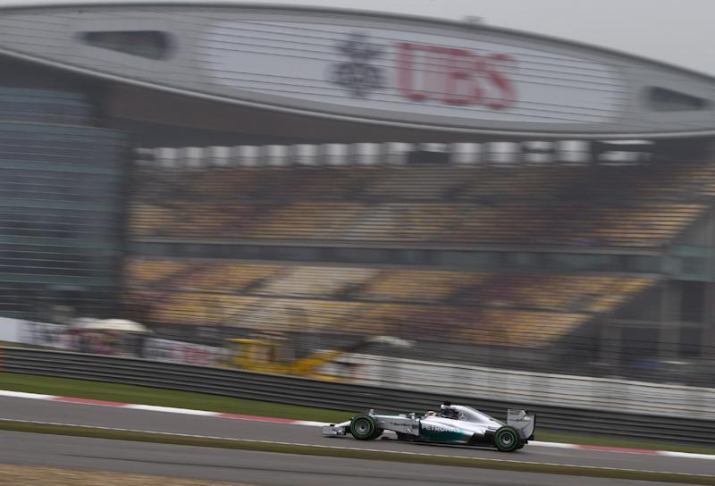 Hamilton takes pole at Chinese Grand Prix