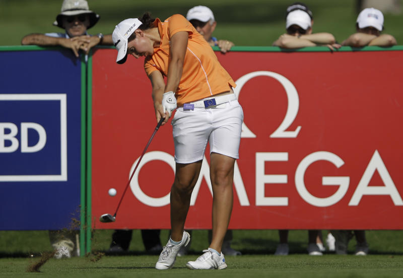 Stacy Lewis takes lead in Dubai