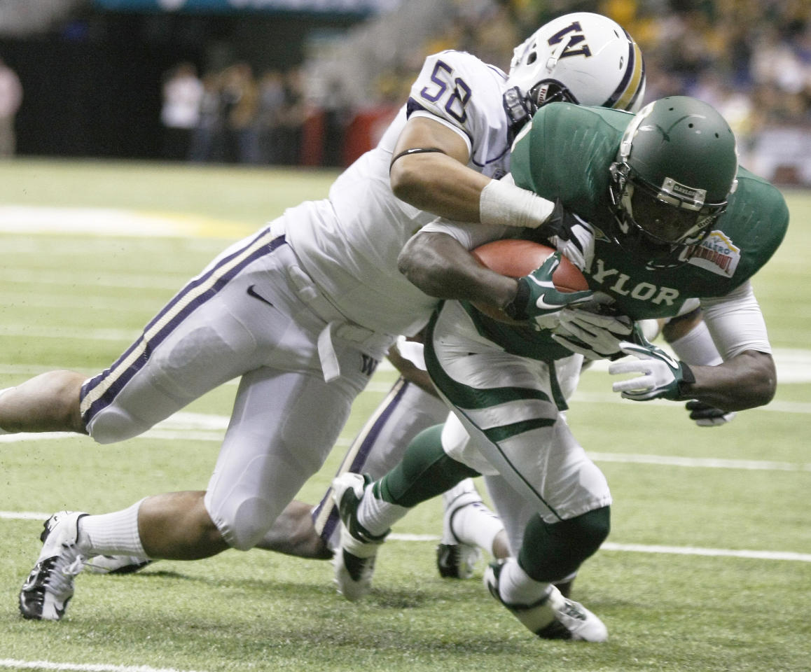 Baylor's Kendall Wright, right, runs for a touchdown before he is brought down by Washington's Jamaal Kearse during the first half of the Alamo Bowl college football game, Thursday, Dec. 29, 2011, at the Alamodome in San Antonio. (AP Photo/Darren Abate)