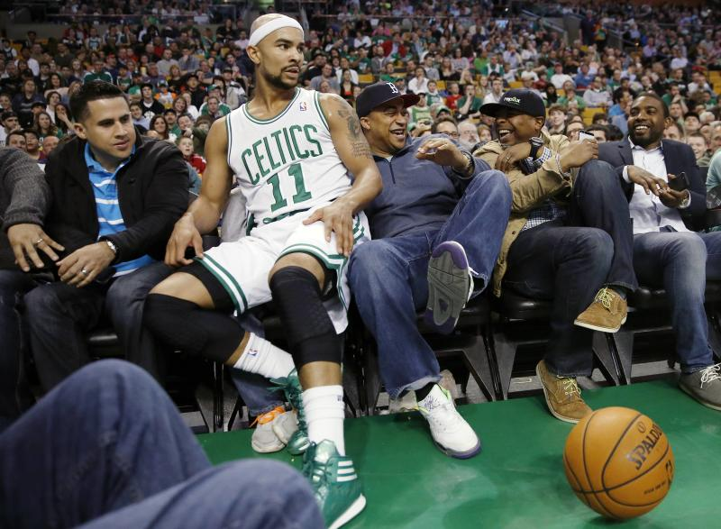Bradley scores 22 as Celtics top Bobcats 106-103