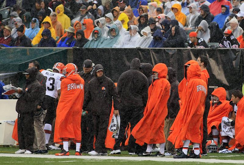 Browns trying to shake off Cincinnati calamity