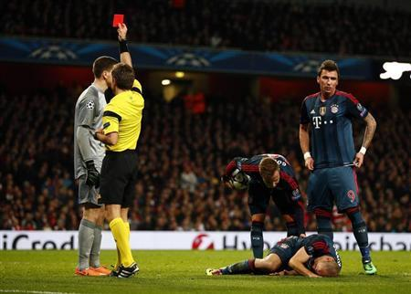 Arsenal's goalkeeper Szczesny receives a red card from referee Rizzoli after a foul against Bayern Munich's Robben during their Champions League round of 16 first leg soccer match in London