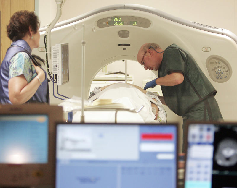 Lung cancer scans backed for older, heavy smokers