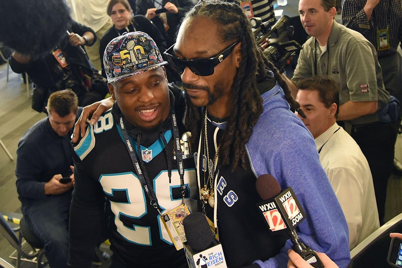 Snoop Dogg's reactions while watching the CFL prove why he needs to be an NFL analyst