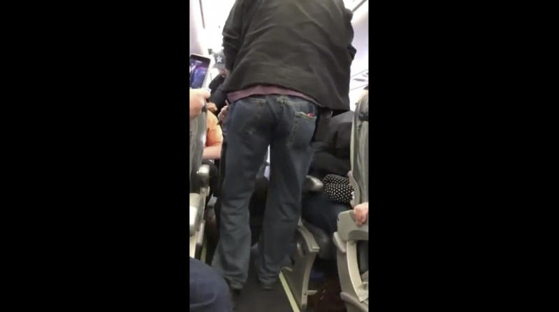 United offers refunds to passengers who saw doctor dragged off flight