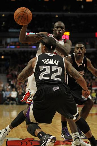 Bulls survive late rally to beat Kings 121-115