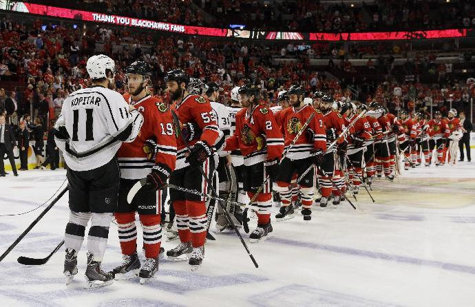 Chicago Blackhawks and Los Angeles Kings greet each other after the Kings defeated the Blackhawks 5-4 in the overtime period in Game 7 of the Western Conference finals in the NHL hockey Stanley Cup playoffs Sunday, June 1, 2014, in Chicago. (AP Photo/Nam Y. Huh)