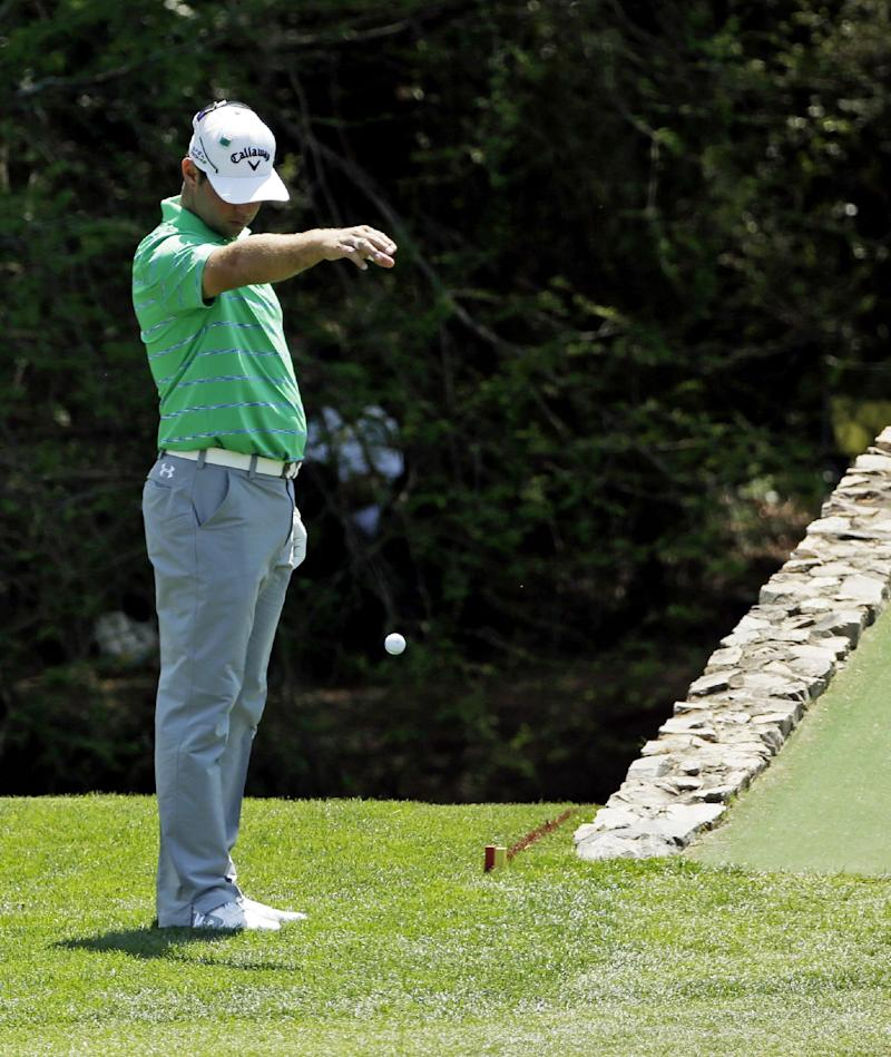 Scott flails with putter, falls from leaderboard