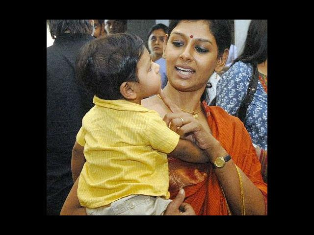 <b>9. Nandita Das:</b> Arthouse queen and multiple award-winning actress and director, Nandita Das is next on our list of hottest Bollywood moms. She had a son Vihaan with industrialist Subodh Maskara on August 11th, 2010. Campaigning for various movements like child survival against AIDS and fighting violence against women, she is a supermom, indeed!