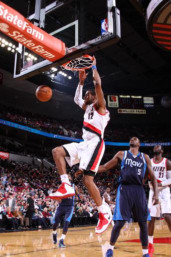 Blazers come from behind to beat Mavs 106-104