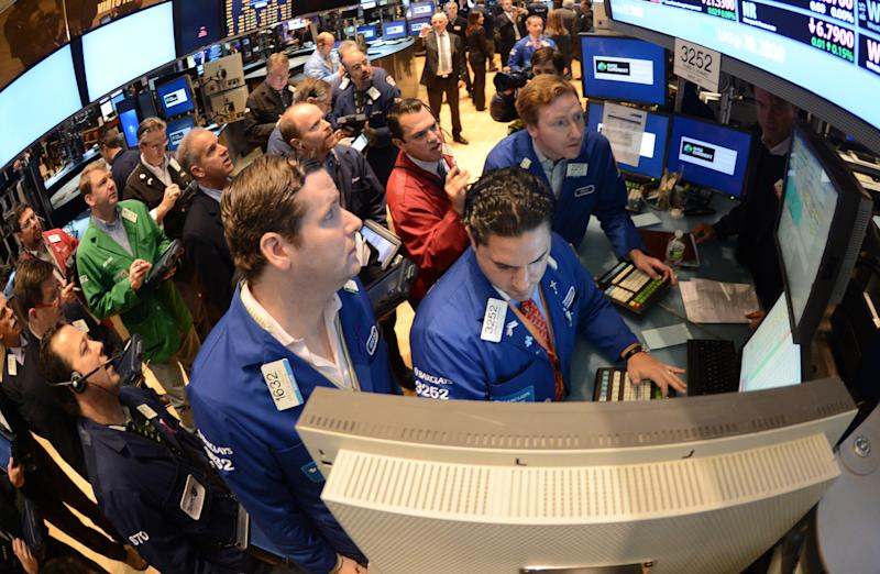 US stocks nearly unchanged as fiscal threat looms