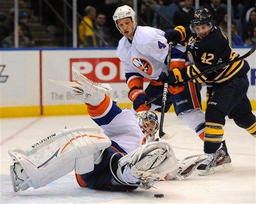 Nabokov earns 300th win as Isles top Sabres 4-2