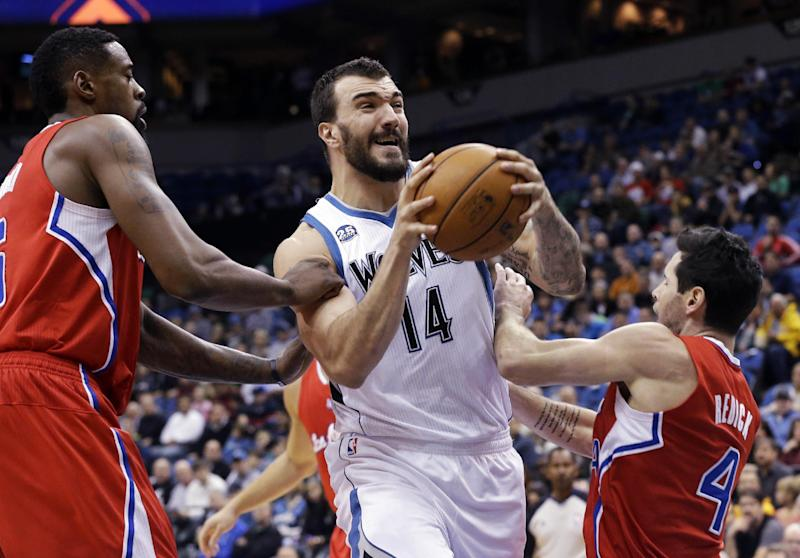 Griffin, Paul carry Clippers past Wolves, 102-98